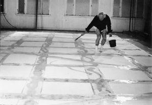 Francis working in his Ashland studio, Santa Monica, 1978; photo by Meibao D. Nee.
